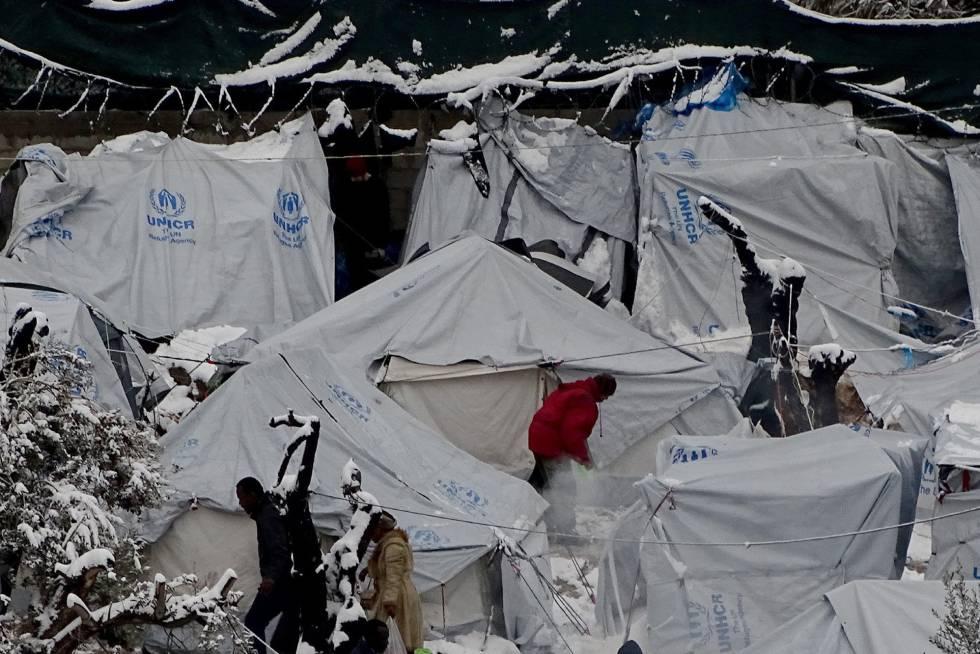 Resultado de imagen de refugiados sirios en grecia nieve