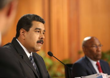 """El Parlamento venezolano declara el """"abandono del cargo"""" de Maduro"""