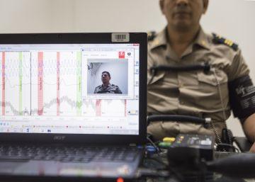 Los policías peruanos ganarán puntos si pasan por el polígrafo