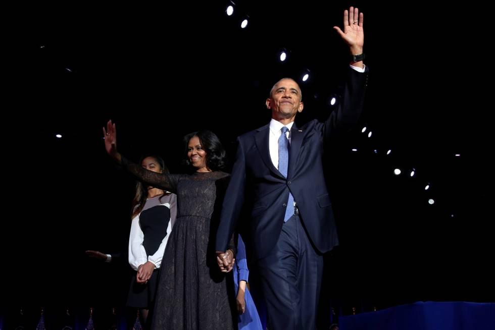 Obama junto a su esposa Michelle y su hija Malia.