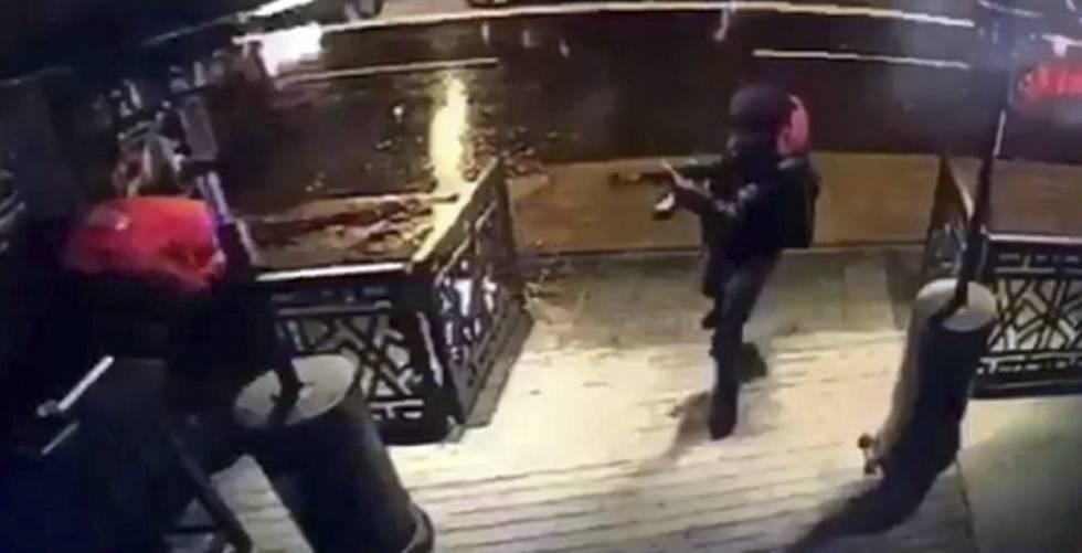 El autor del atentado, en una imagen grabada por las cámaras de seguridad.