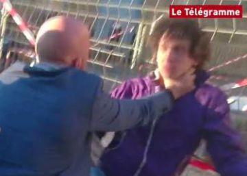 Un joven agrede a Manuel Valls tras un acto de campaña