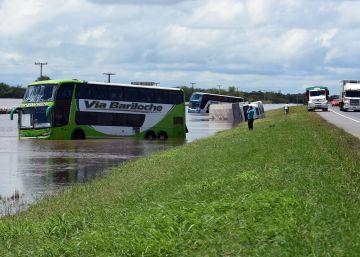 Las inundaciones golpean el centro de Argentina y amenazan la cosecha de soja
