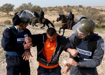 Un policía judío y un profesor árabe mueren en choques en el sur de Israel