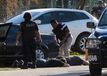 Un policía y tres atacantes mueren en un tiroteo contra la Fiscalía de Cancún
