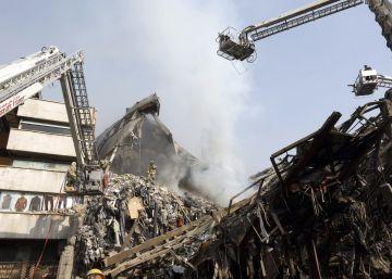 Al menos 20 bomberos mueren al derrumbarse un edificio en Teherán