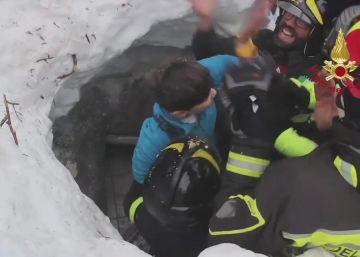 Localizados 10 supervivientes en el hotel sepultado por un alud en Italia