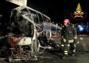 Al menos 16 muertos en un accidente de autobús escolar en Italia