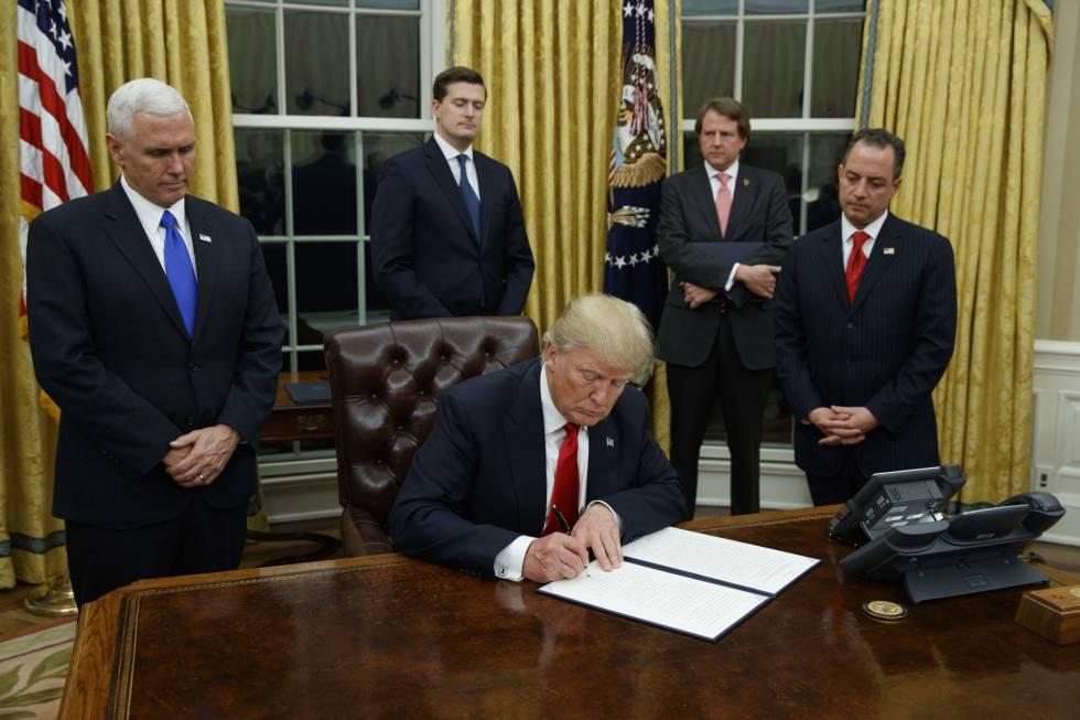 Trump assina seu primeiro decreto: flexibilizar a reforma de saúde de Obama