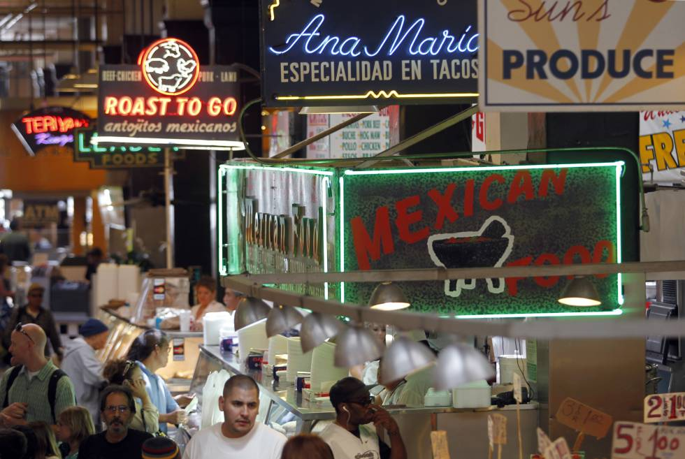 Mercado central de Los Ángeles (California), en el que se alternan los letreros en inglés y en español.