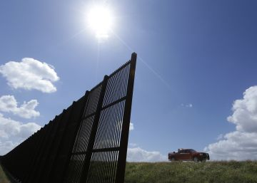 "Mexican firms who help build Trump wall ""traitors,"" says Catholic Church"