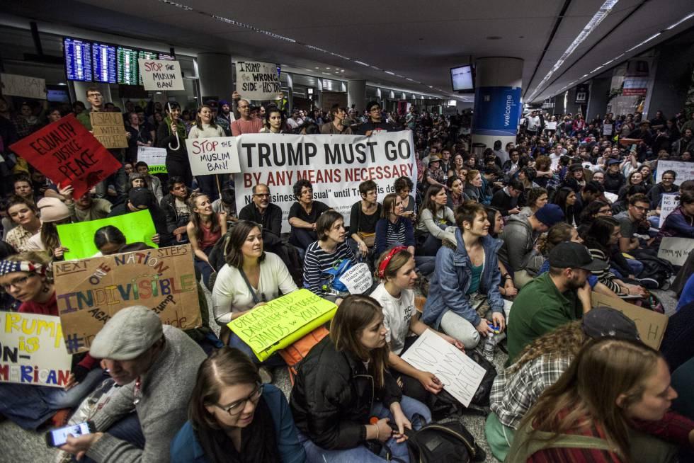 Protesta en el aeropuerto de San Francisco a la que se unió Sergey Brin, cofundador de Google.
