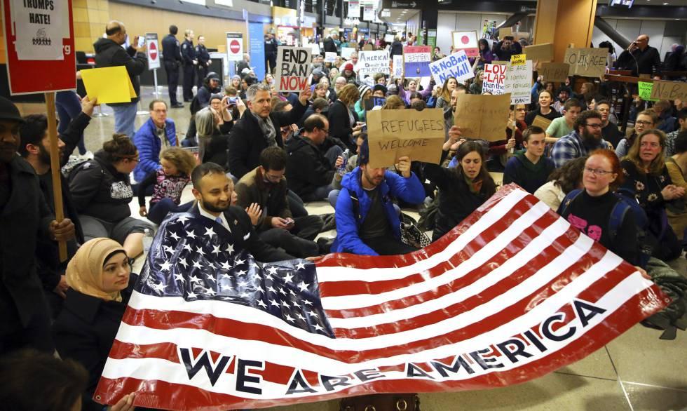 Protesta en el aeropuerto de Seattle este sábado.