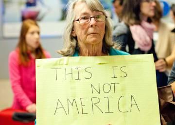 Protestas en los aeropuertos de EE UU contra el veto de Trump a los musulmanes