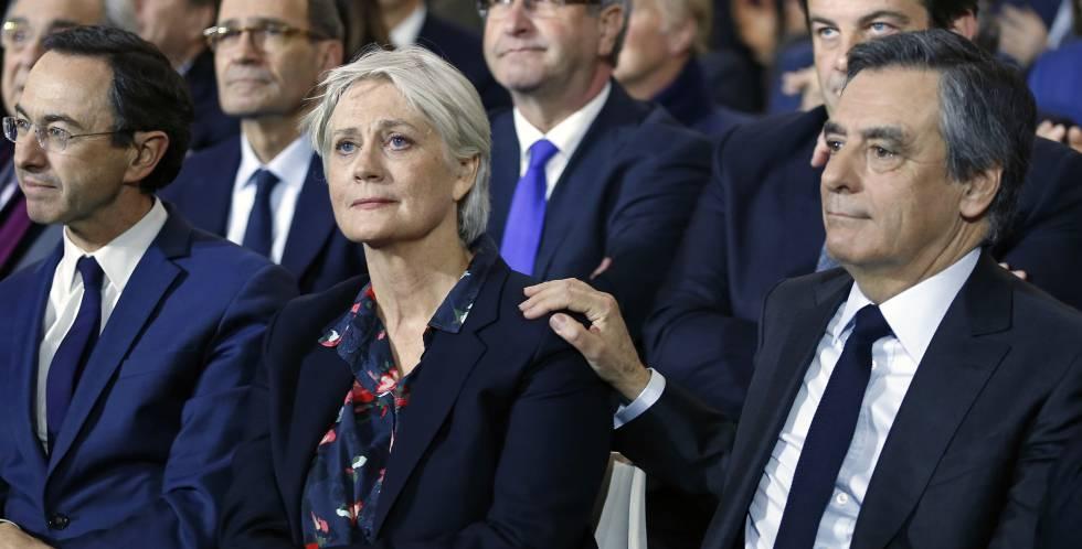 Francois Fillon y su esposa durante un acto de la campaña este domingo.