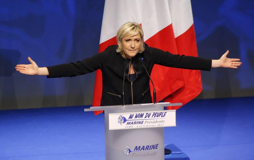 Marine Le Pen expone su programa electoral, este domingo en Lyon.
