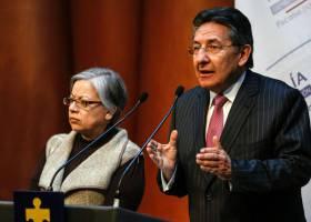 El senador que aseguró haber entregado dinero de Odebrecht a la campaña de Santos, ahora lo niega