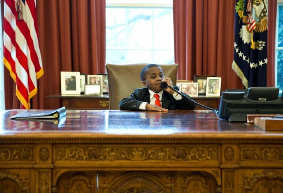 Polémica por una foto de Ivanka Trump en el escritorio del presidente