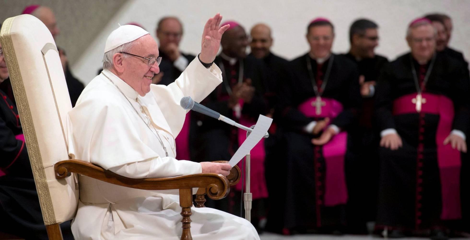 Los cardenales reformistas cierran filas en torno al Papa ante la ofensiva conservadora