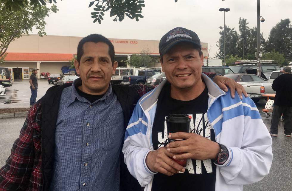 Raúl García (izquierda) y José Eduardo Paz, el martes en Los Ángeles.