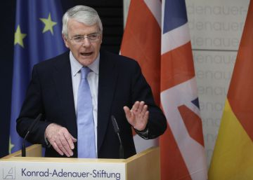 "John Major ataca el 'Brexit' ""irreal"" de Theresa May"