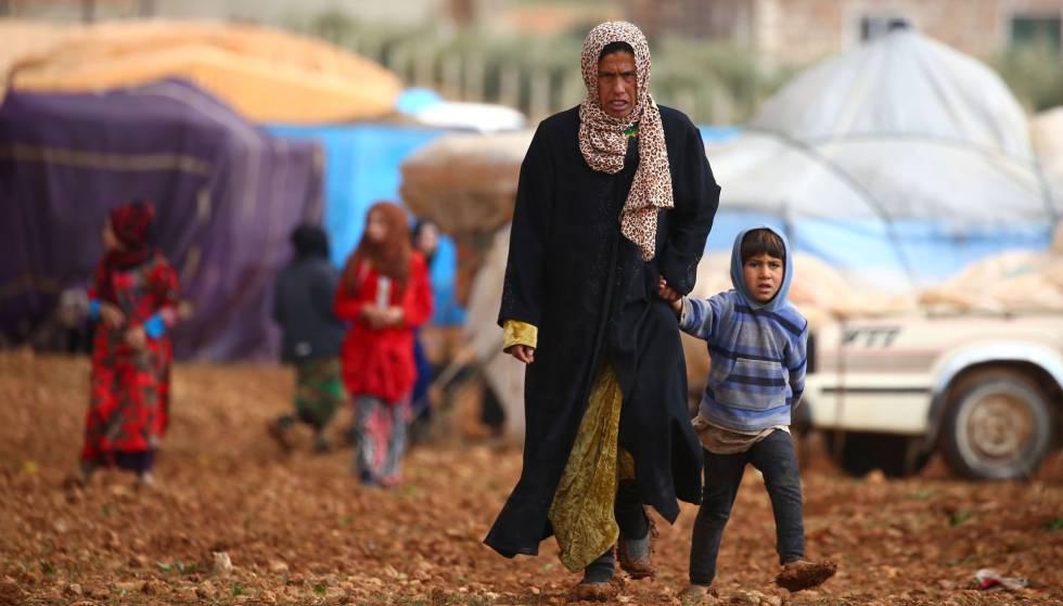Civiles sirios en un campo de refugiados. rn