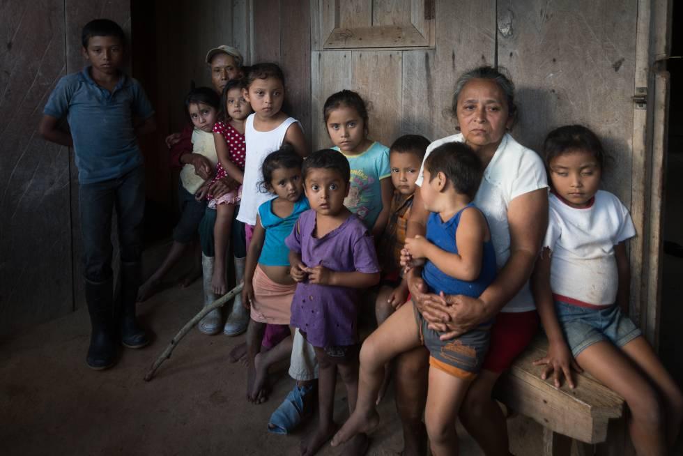 Gregorio Rocha e Aura Alecrim, pais do pastor que ordenou a queima em uma fogueira de Vilma Trujillo García, com seus dez netos, abandonados a sua sorte após que seus pais fossem capturados e tribunais em Managua.