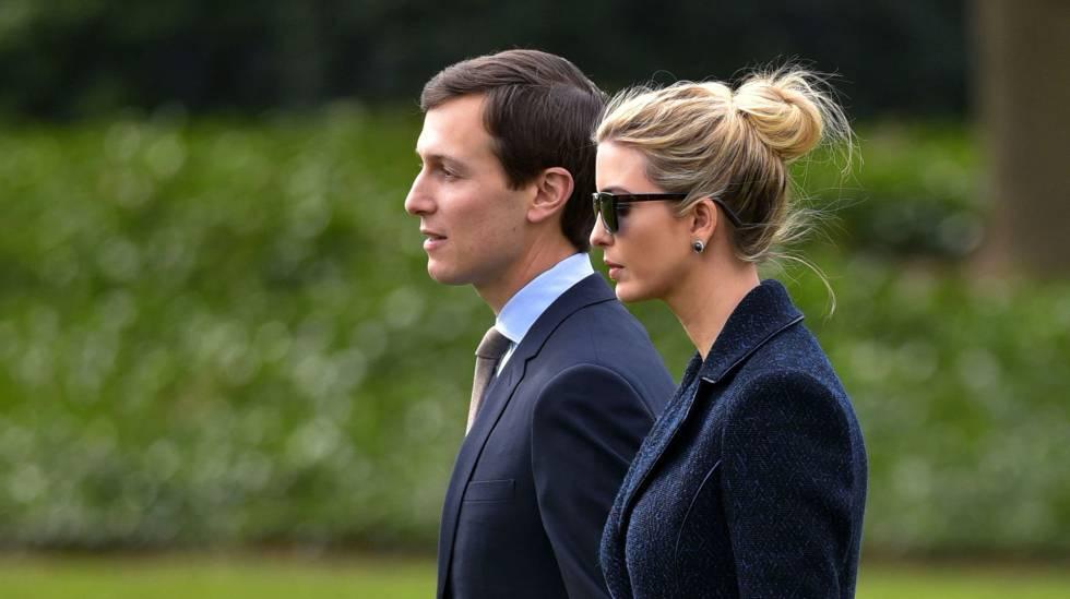 Ivanka Trump anda por los jardínes de la Casa Blanca con su marido.