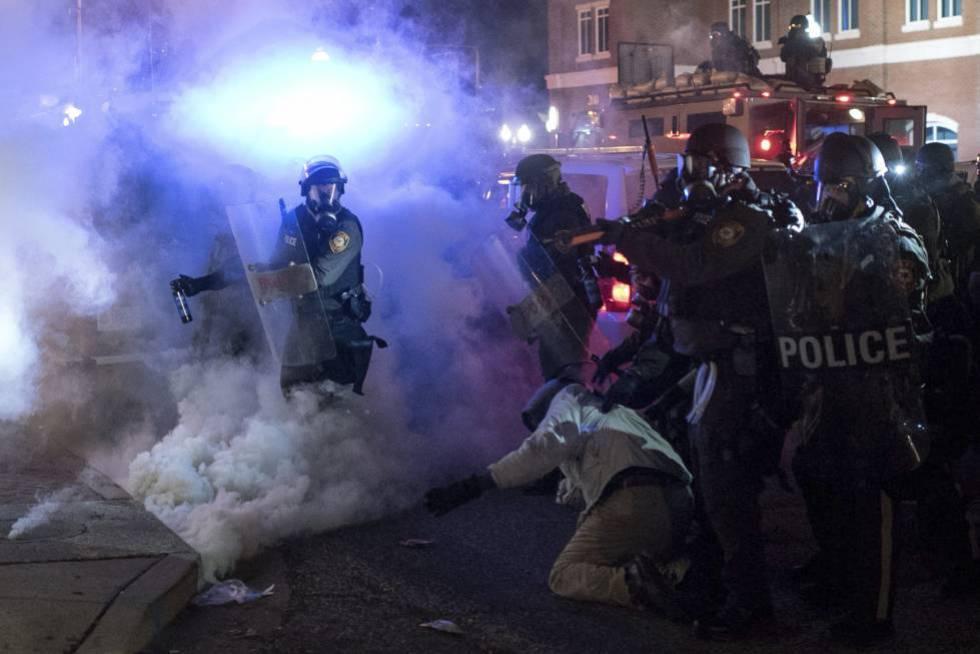 Disturbios en Ferguson en 2014 tras conocerse que un gran jurado había decidido no imputar al policía Darren Wilson por la muerte de Michael Brown