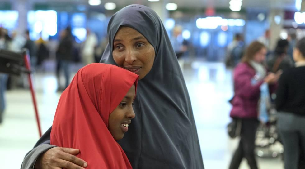 Dos mujeres somalíes en el aeropuerto de Nueva York, la semana pasada