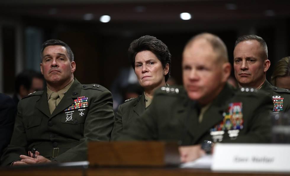 Generales del Cuerpo de los Marines durante su comparecencia ante el Comité de Fuerzas Armadas del Senado.