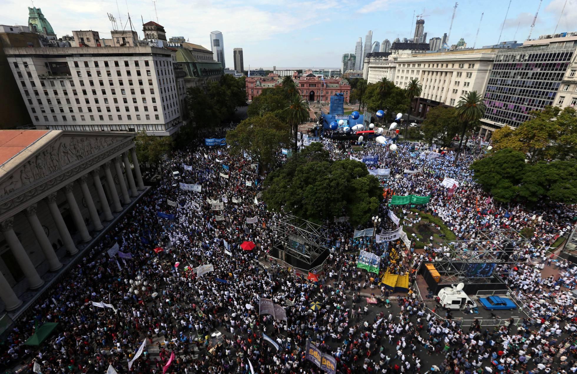 http://ep01.epimg.net/internacional/imagenes/2017/03/22/argentina/1490212465_255060_1490212632_noticia_normal_recorte1.jpg