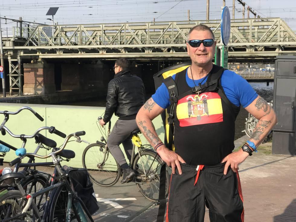 De Groot es a menudo increpado en las calles de Ámsterdam por la camiseta que lleva puesta.