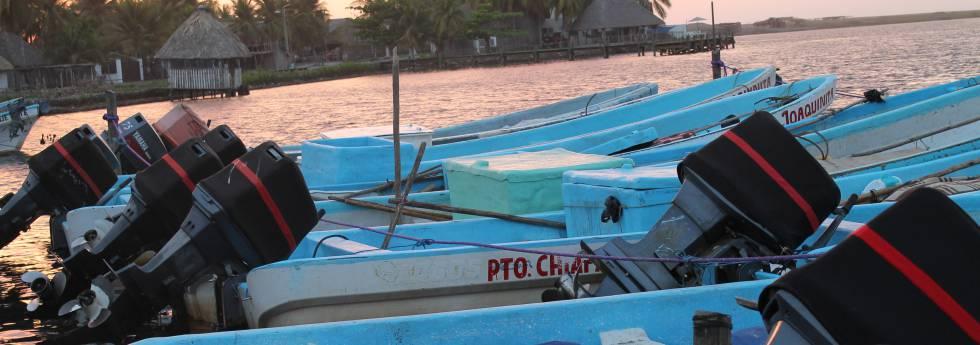 Embarcações em Barra de San José, Mazatán, Chiapas
