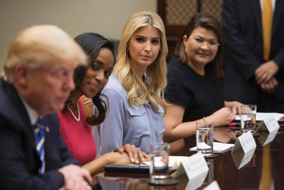 Ivanka Trump participa en una de las reuniones de su padre en la Casa Blanca.