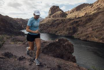 Mina Guli corre a lo largo del río Colorado, el pasado 24 de marzo.