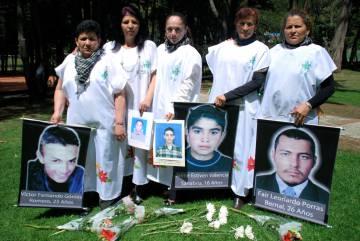 Un grupo de madres reclama justicia por sus hijos usados como 'falsos positivos' en Colombia.