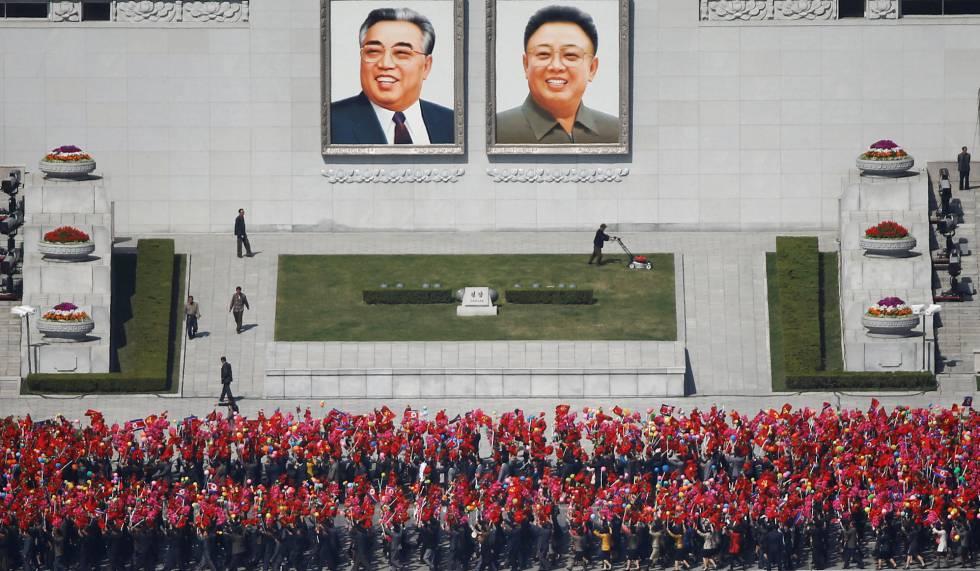 Las pruebas para el desfile en honor de Kim Il-Sung en Pyongyang, este miércoles.