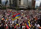 Lluvia de huevos contra Maduro en un acto público en Venezuela