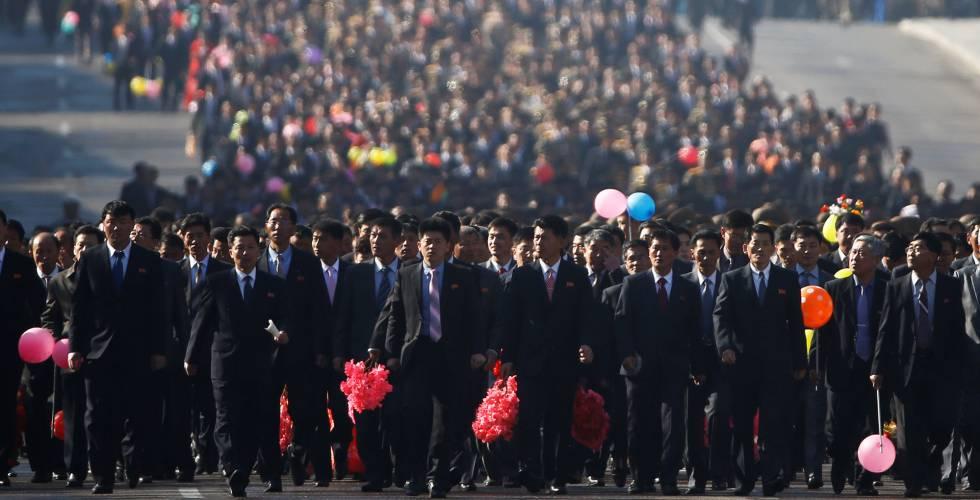 Miles de norcoreanos llegan a la inauguración de la avenida Ryomyong en Pyongyang