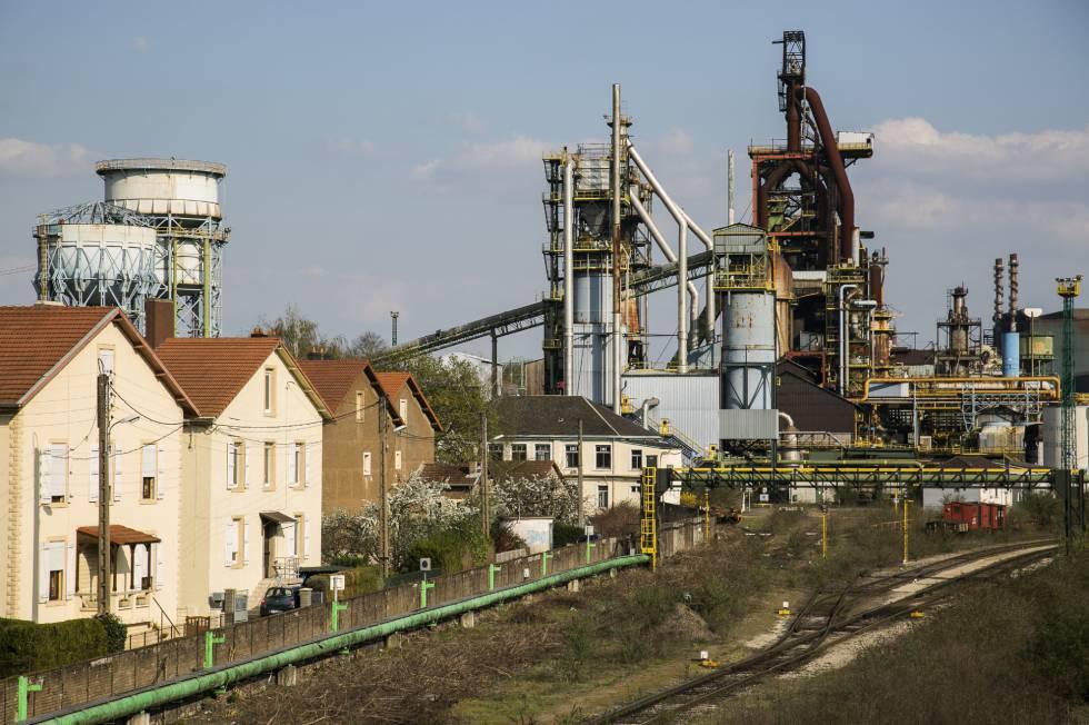 Una fábrica siderúrgica cerrada debido a la deslocalización de las empresas nacionales en Hayange.