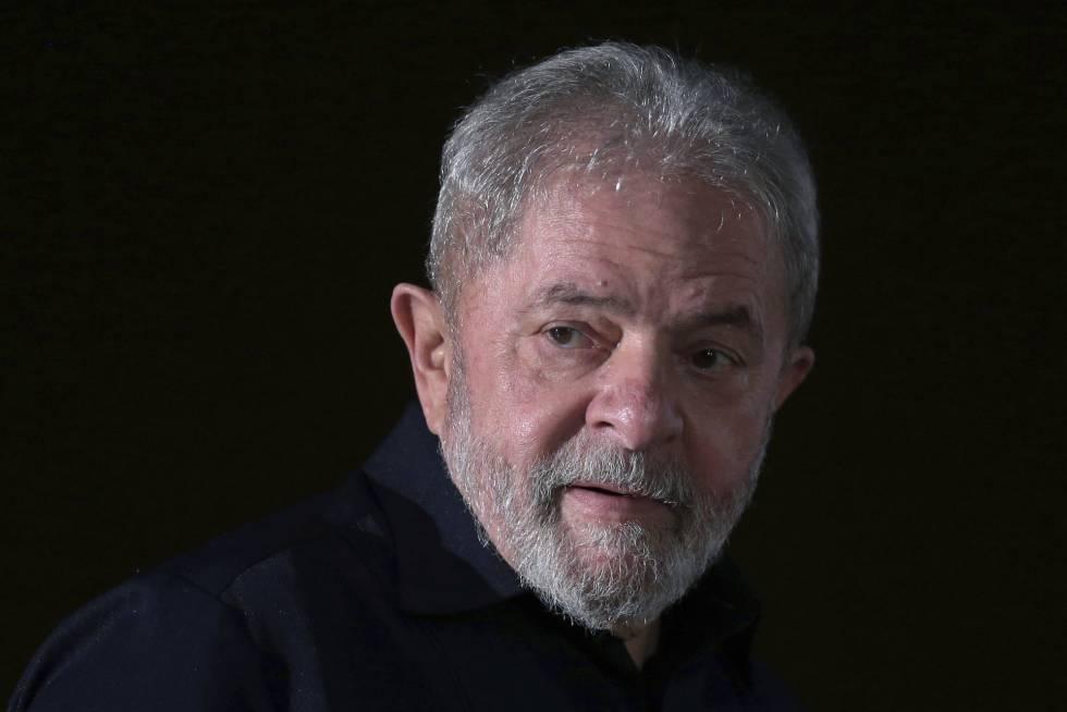 Lula, a punto de comenzar un mítin con obreros de una zona rural de Brasilia