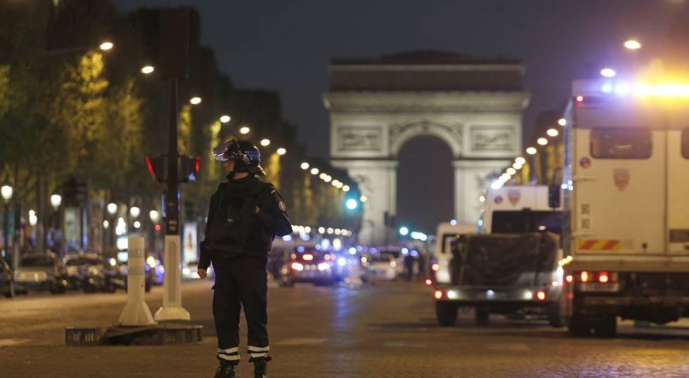 Los Campos Elíseos de París clausurados tras el ataque contra la policía