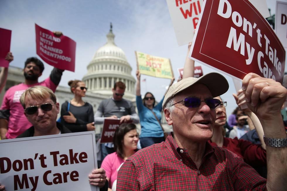 Manifestación en el Capitolio contra la decisión de los republicanos.