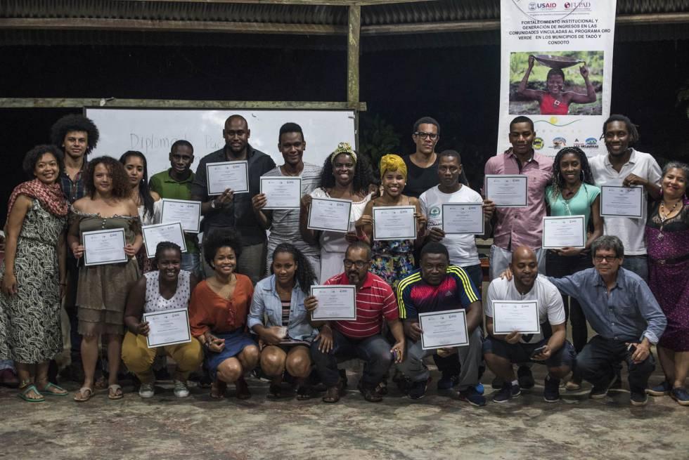 Los integrantes del Diplomado Pacífico de Escritura Creativa, en Manungará (Chocó), en diciembre.