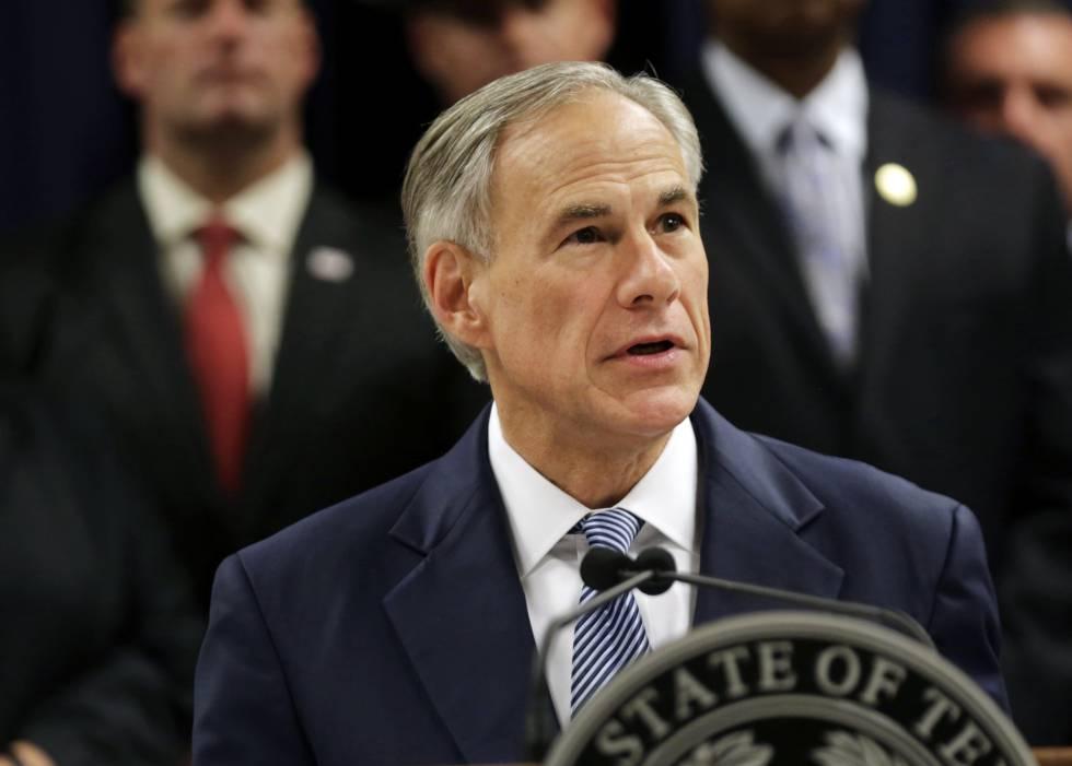 El gobernador de Texas, Greg Abbott, el domingo.