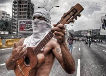 La mujer de la tanqueta y otros símbolos de la resistencia pacífica en Venezuela