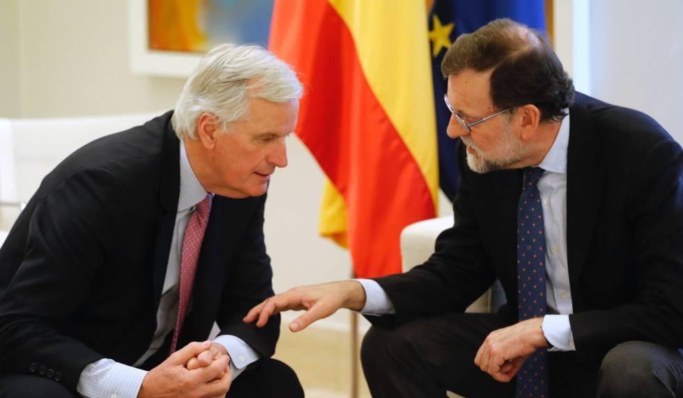 Mariano Rajoy junto a Michel Barnier, este miércoles en La Moncloa.