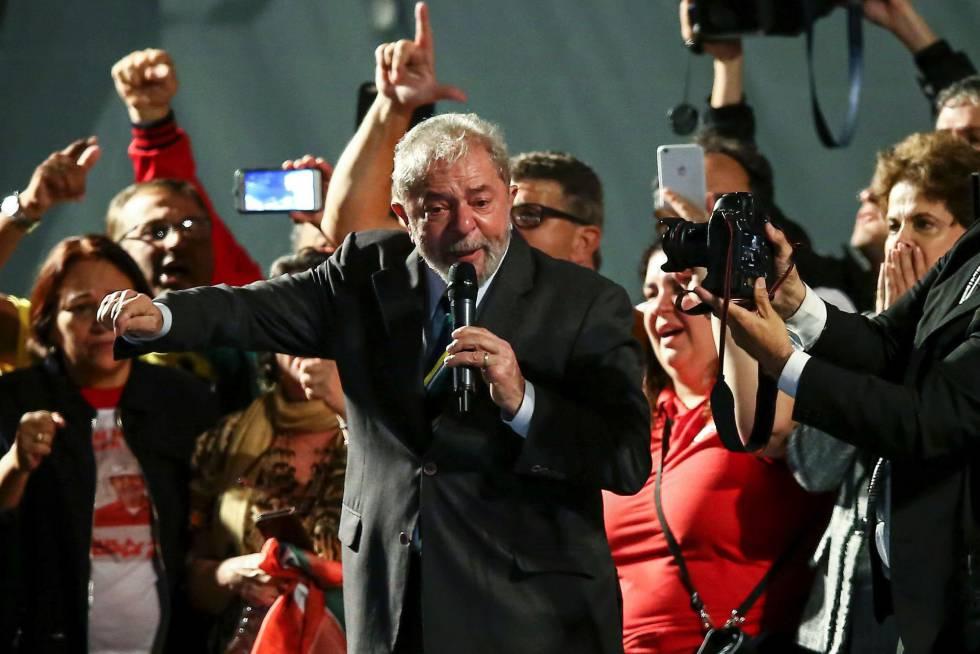 Lula habla ante cinco mil seguidores tras declarar ante el juez Sérgio Moro por su supuesta vinculación con el caso Petrobras