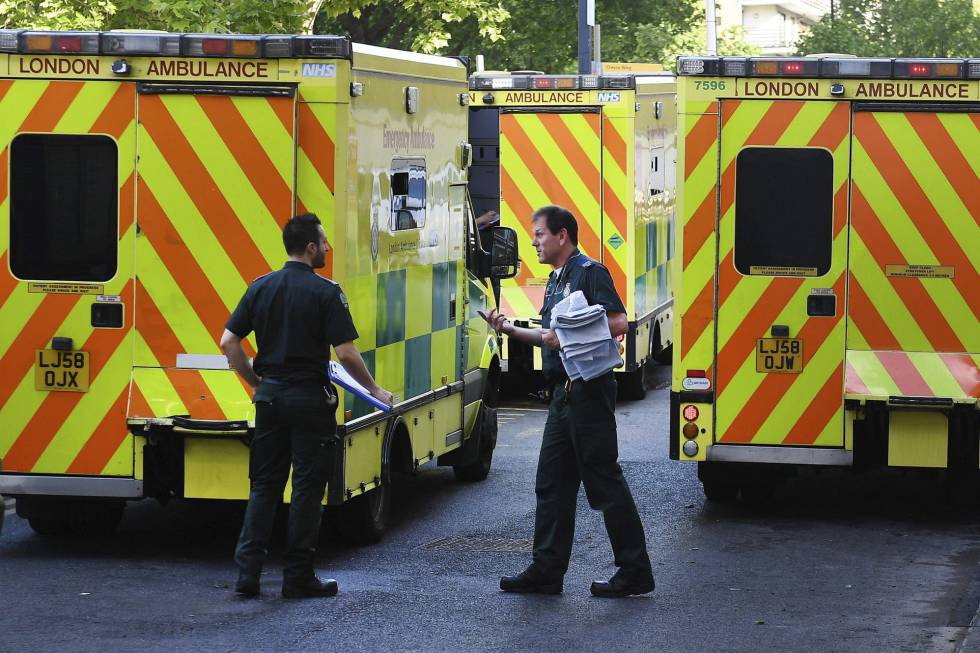 Ambulancias en un hospital de Londres.